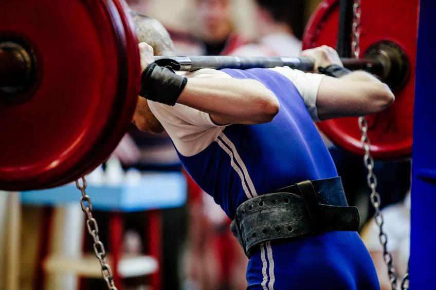 indietro maschio powerlifter squat bilanciere per powerlifting da competizione