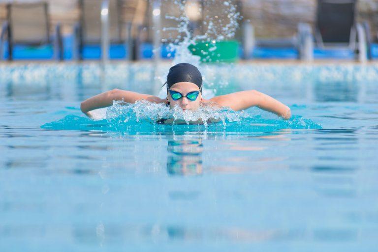 occhialini-nuoto-piscina-xcyp1