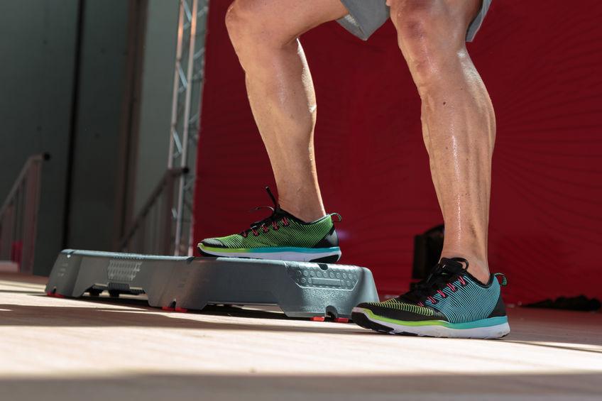 Immagine dell'uomo che esercita le sue gambe