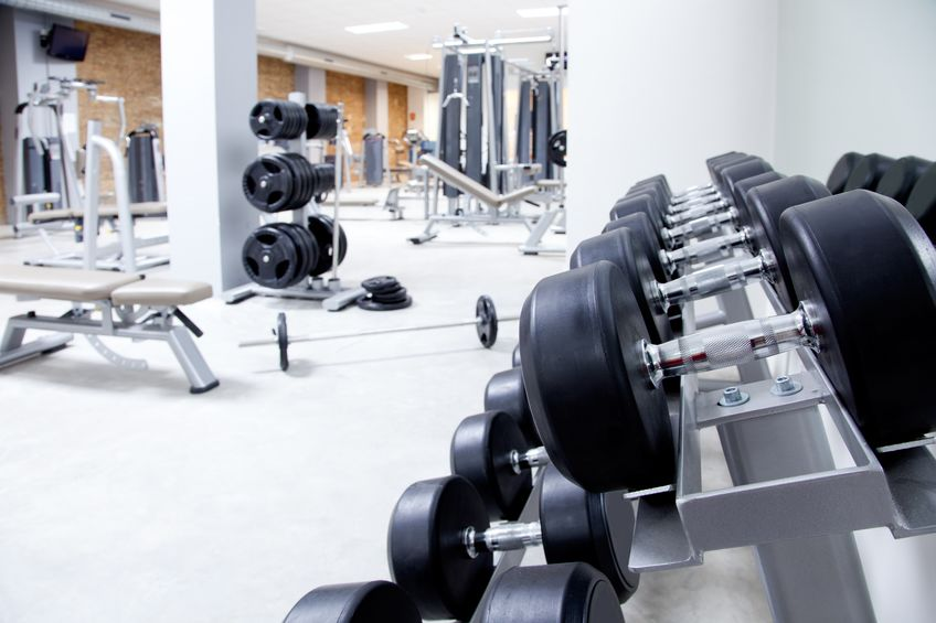 attrezzature per allenamento con i pesi per fitness club interni moderni