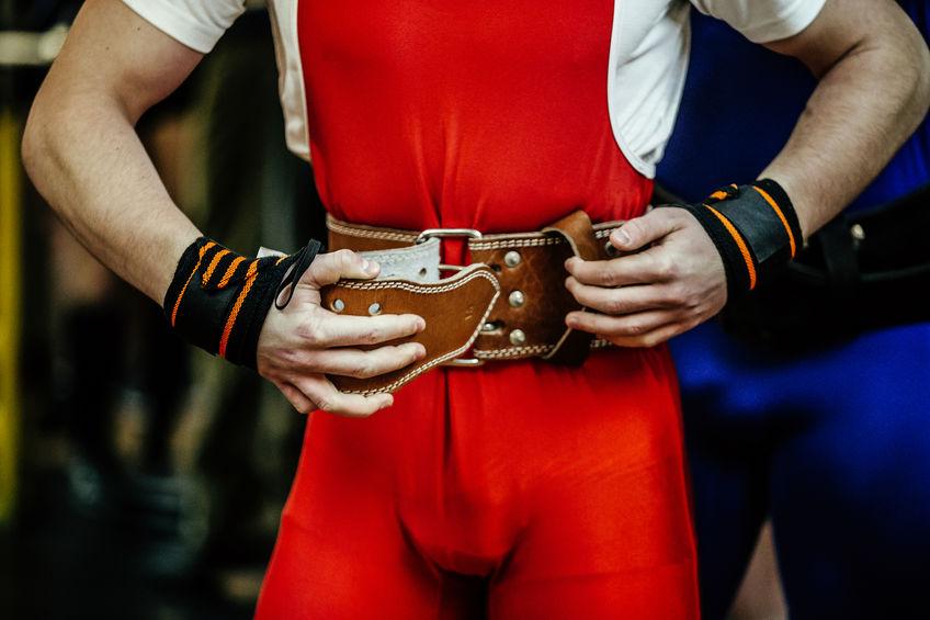 atleta powerlifter fibbie cintura di potenza powerlifting concorrenza