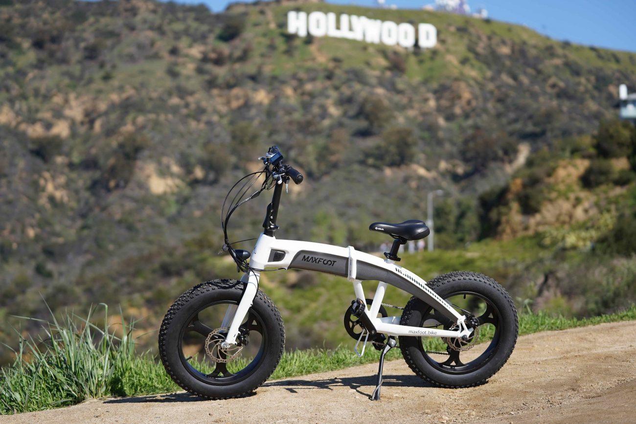 Bicicletta elettrica con sfondo su Hollywood
