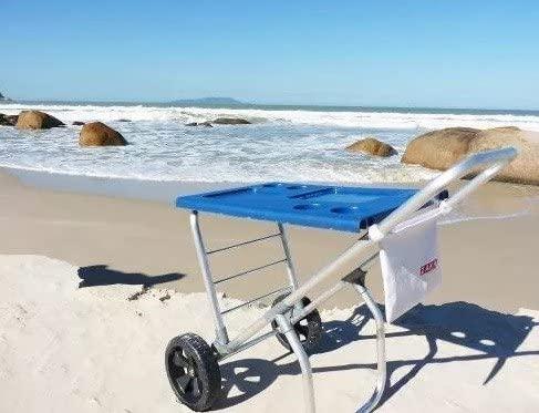 Imagem de carrinho de praia sendo utilizado como mesa de apoio.
